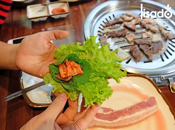 Thịt nướng cuốn xà lách