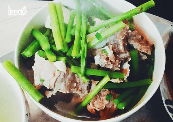 Canh măng tây nấu xương thơm ngon, bổ dưỡng