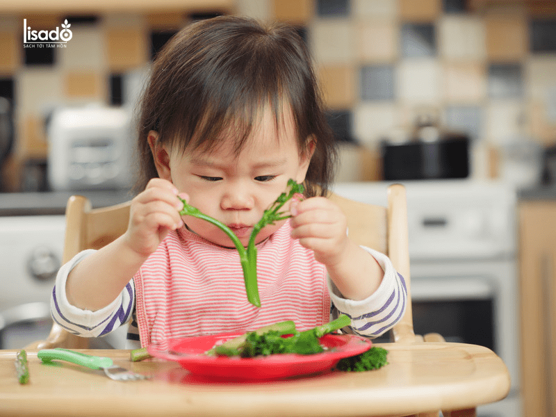 Cho bé ăn măng tây trực tiếp dưới dạng Finger Food